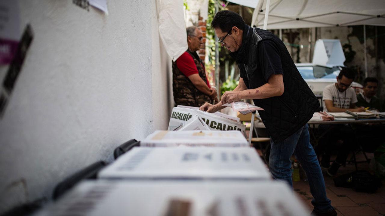 Integrar a los mexicanos en el exterior, el reto del voto por internet