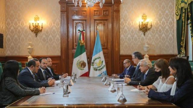 Los presidentes de México y Guatemala en Palacio Nacional. Foto: Presidencia