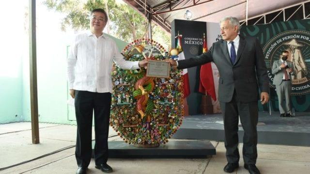 El presidente López Obrador y el embajador embajador de la República Popular China en México, Zhu Qingqiao