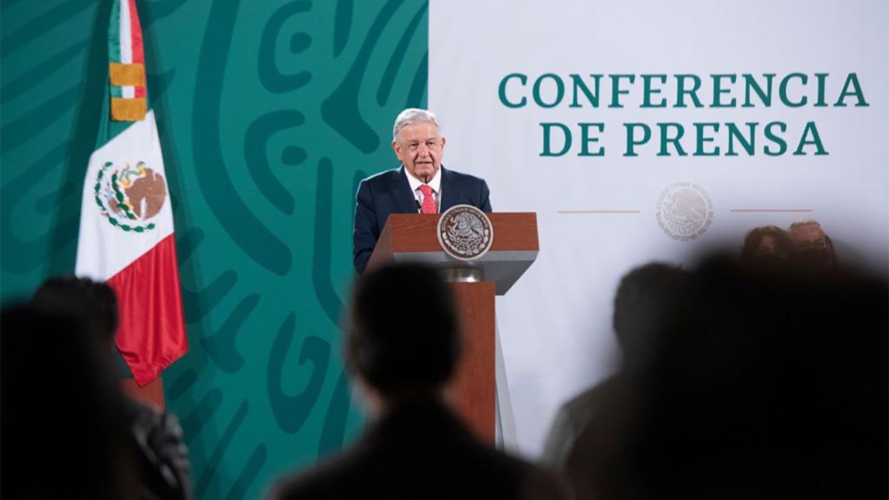 AMLO reprocha a Banxico por no dar recursos de remanente cambiario al gobierno