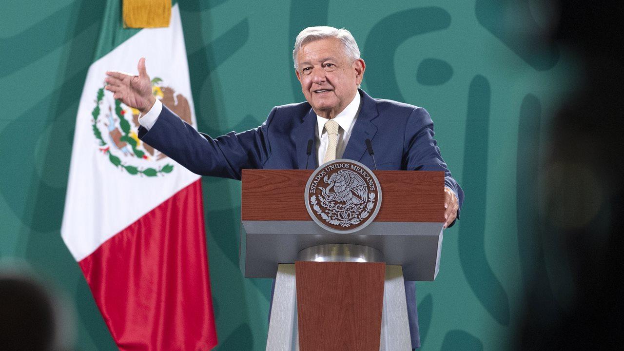 AMLO critica de nuevo a juez Gómez Fierro: 'defiende grupos de interés'