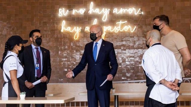 Biden compra tacos en restaurante que recibió ayuda por pandemia
