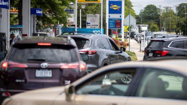 Empeora la escasez de combustible en EU en sexto día de cierre de gasoducto