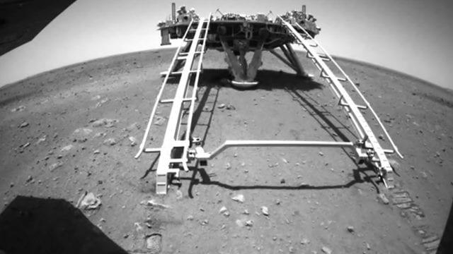 Rover de China recorre la superficie de Marte por primera vez