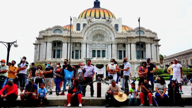 Banxico mantendría tasa referencial en 4% ante repunte de inflación: sondeo