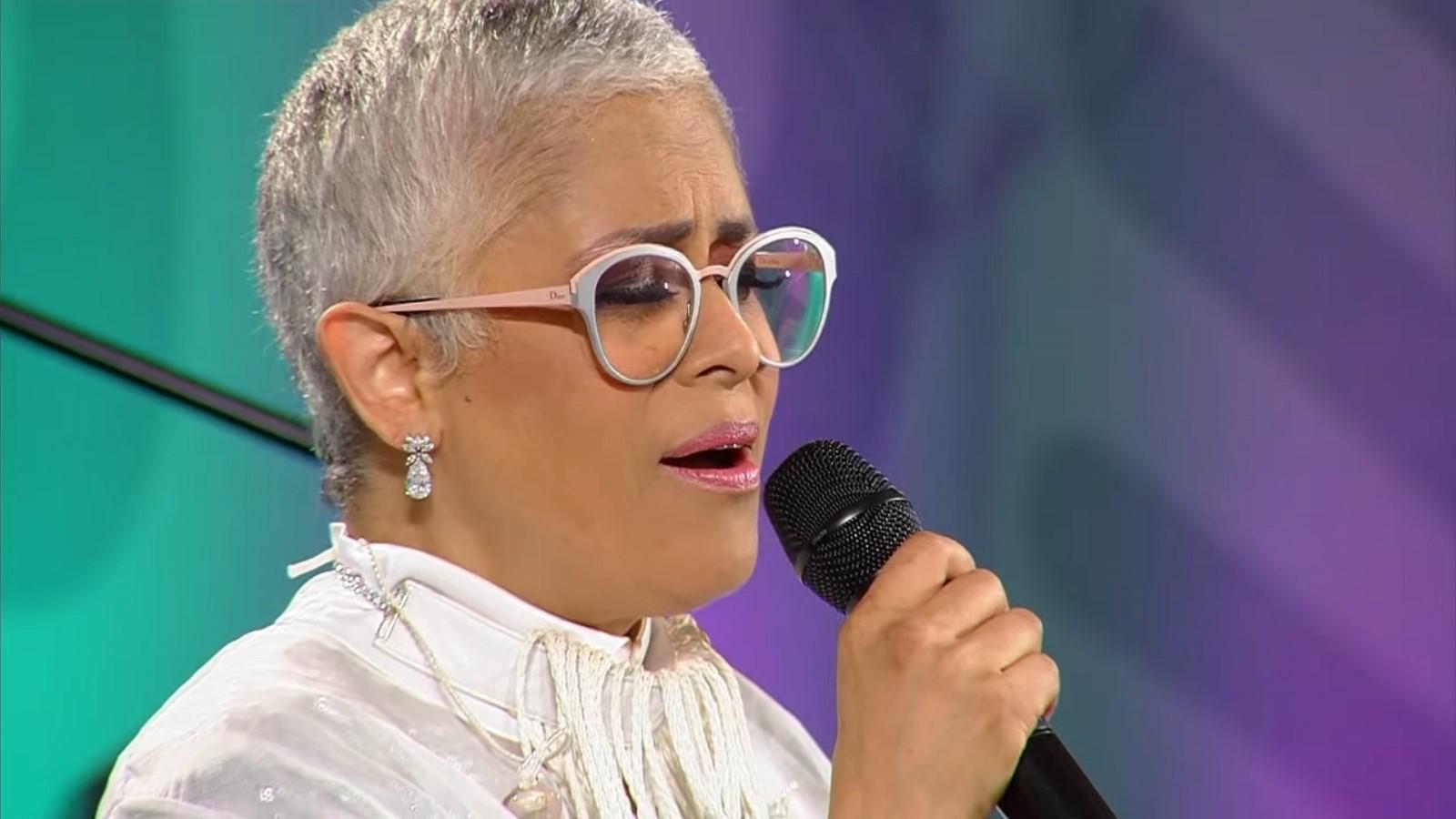 AMLO cambia 'mañanera' por concierto de Eugenia León para madres