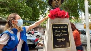 Nunca el silencio: develan busto del periodista Javier Valdez, asesinado en 2017