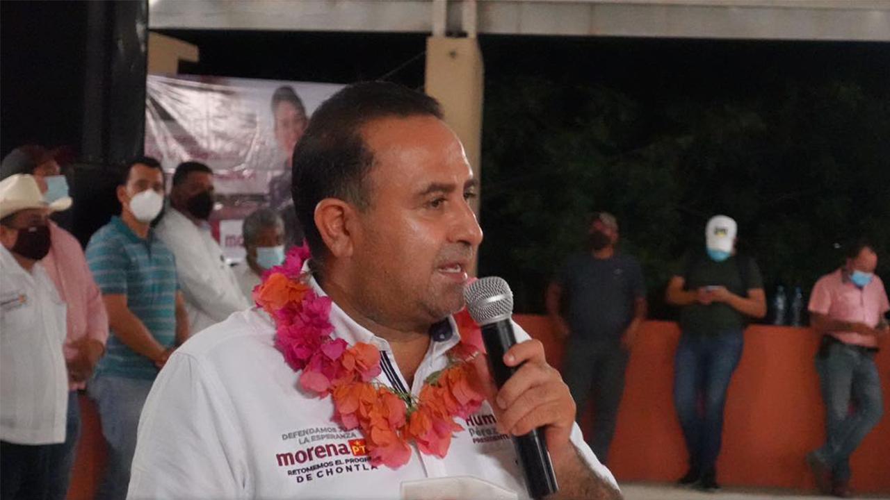 Denuncian a candidato de Morena por usar programas sociales para promoverse