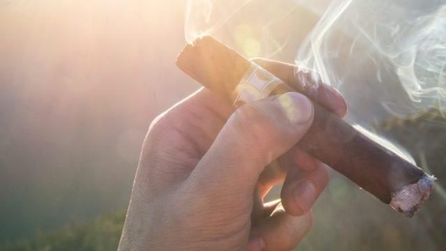 China se convierte en principal mercado para puros cubanos en el mundo