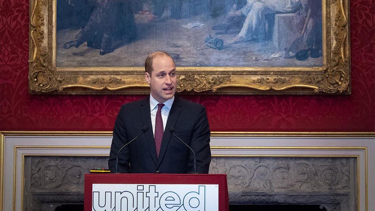 Príncipe William dice que grandes mentes deberían centrarse en salvar la Tierra, no en viajes espaciales