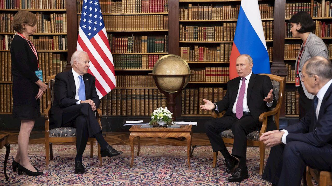 Biden cuestiona a Putin sobre los ciberataques a EU