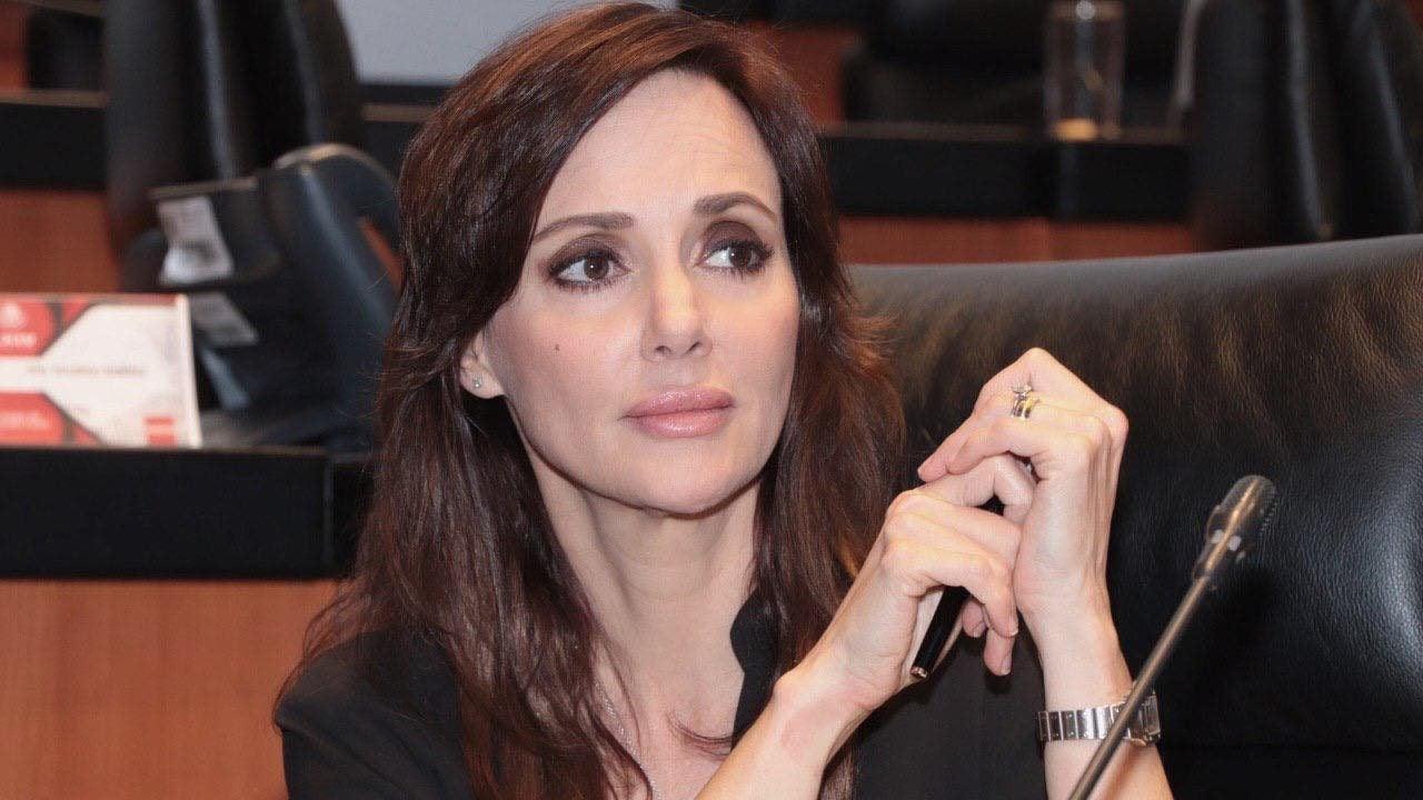Lilly Téllez presenta iniciativa para hacer sujeto de juicio político al presidente