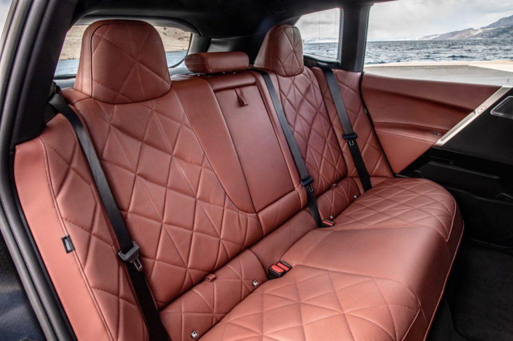 BMW iX SAV