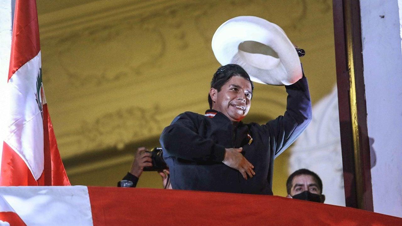 Castillo aguarda su inminente proclamación como presidente electo de Perú