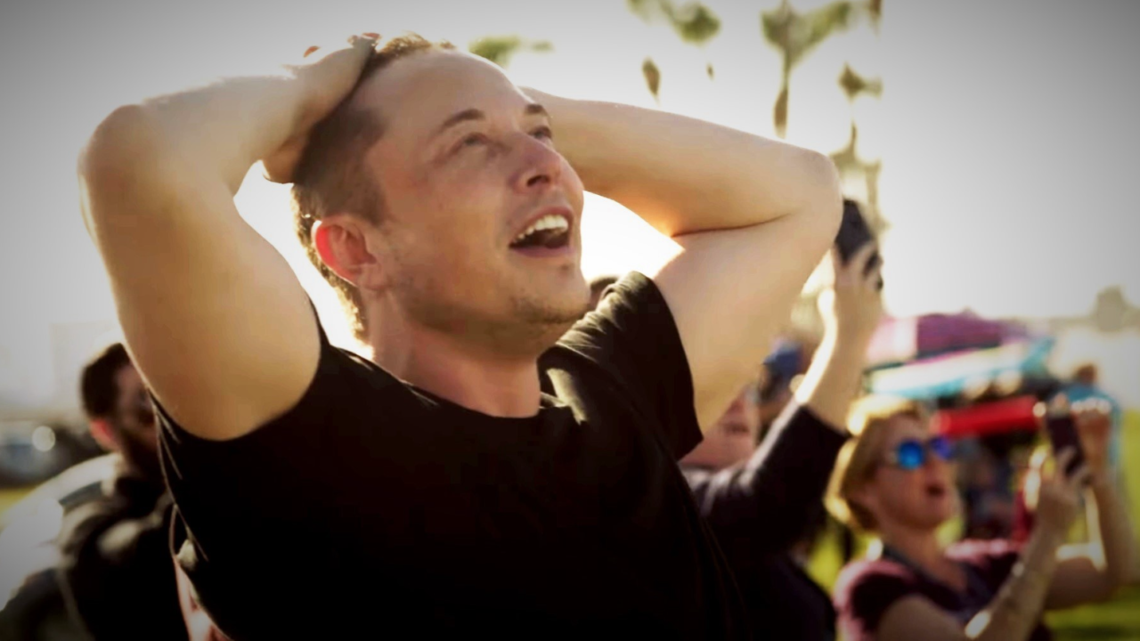 Inversionistas celebran los 50 años de Elon Musk con miniestatuas de regalo