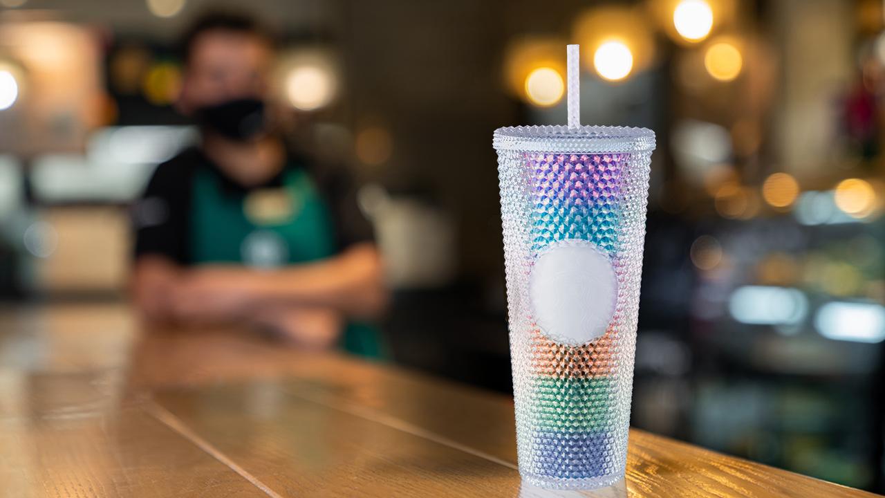 Este 25 de junio, Starbucks se llena de amor y color con nuevo vaso de colección