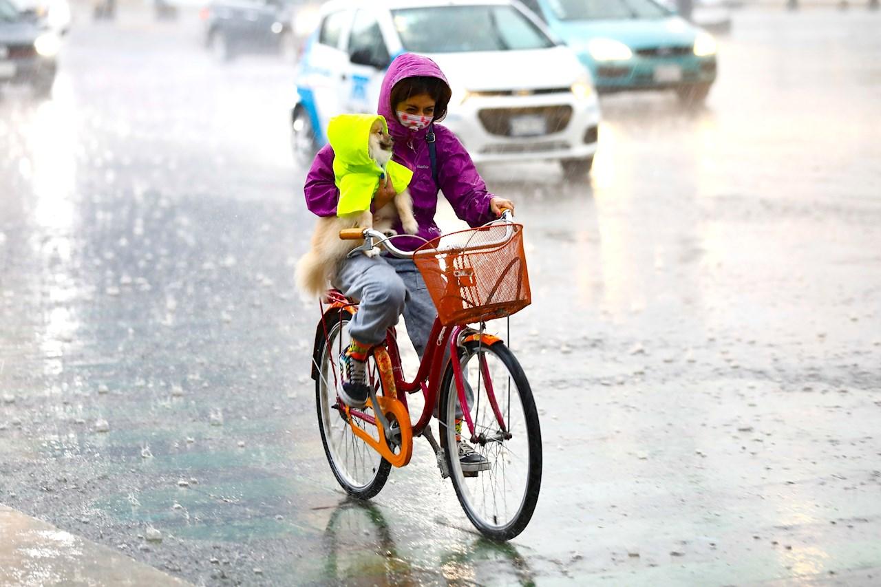 Huracán Enrique ocasiona fuertes lluvias en las costas de Jalisco y Nayarit