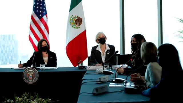 Kamala Harris reunion con-mujeres empresarias 2