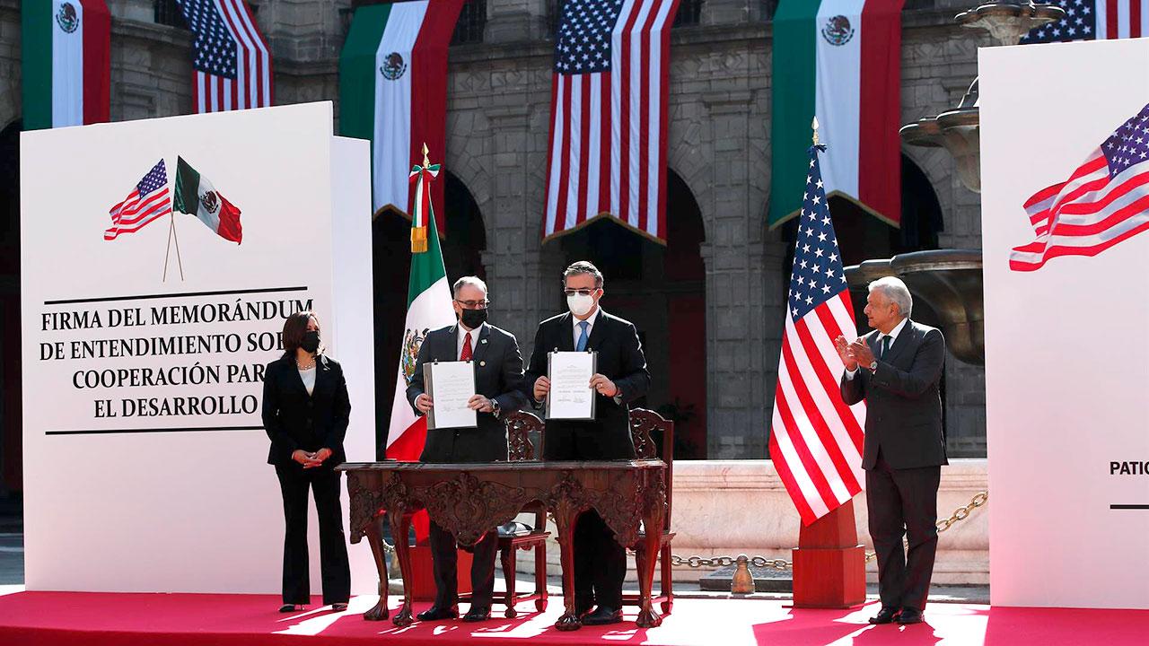 Diálogo EU-México se centrará en comercio, tránsito fronterizo y chips : Ebrard