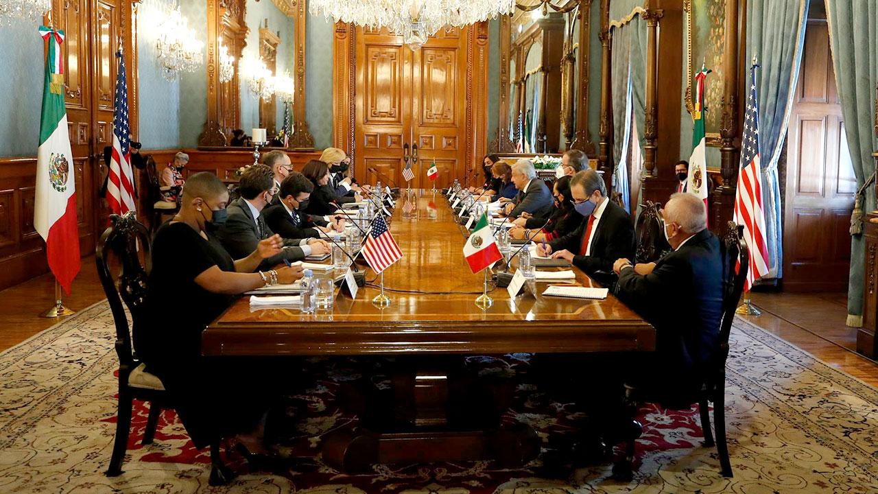 AMLO y Harris acuerdan diálogo económico de alto nivel en septiembre