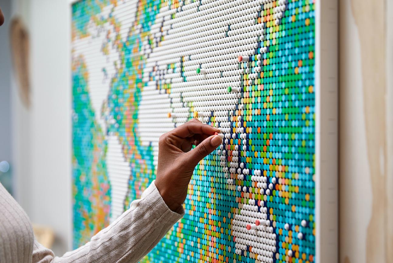 Lego lanza su set más grande a la fecha: el mundo en 11,695 elementos