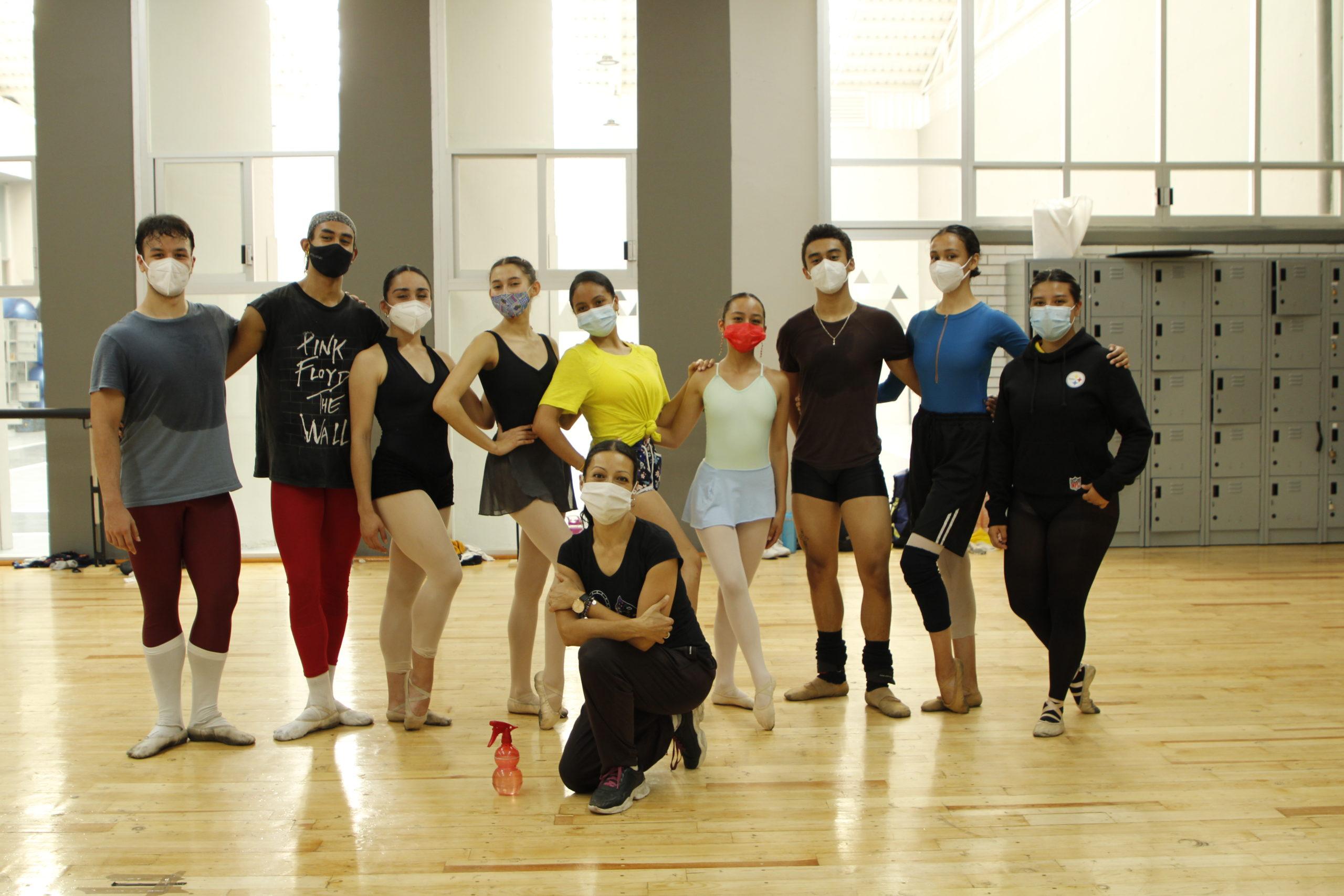 Ella es Victoria Treviño, la profesora que posiciona a los mexicanos en el ballet internacional