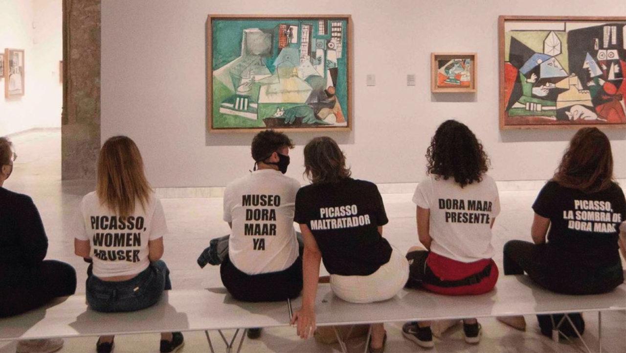 Manifestantes en Barcelona tildan a Picasso de 'abusador de mujeres'