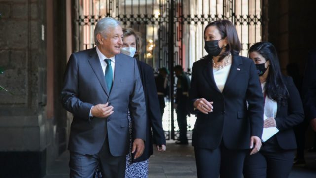 El presidente López Obrador y Kamala Harris. Foto: Presidencia