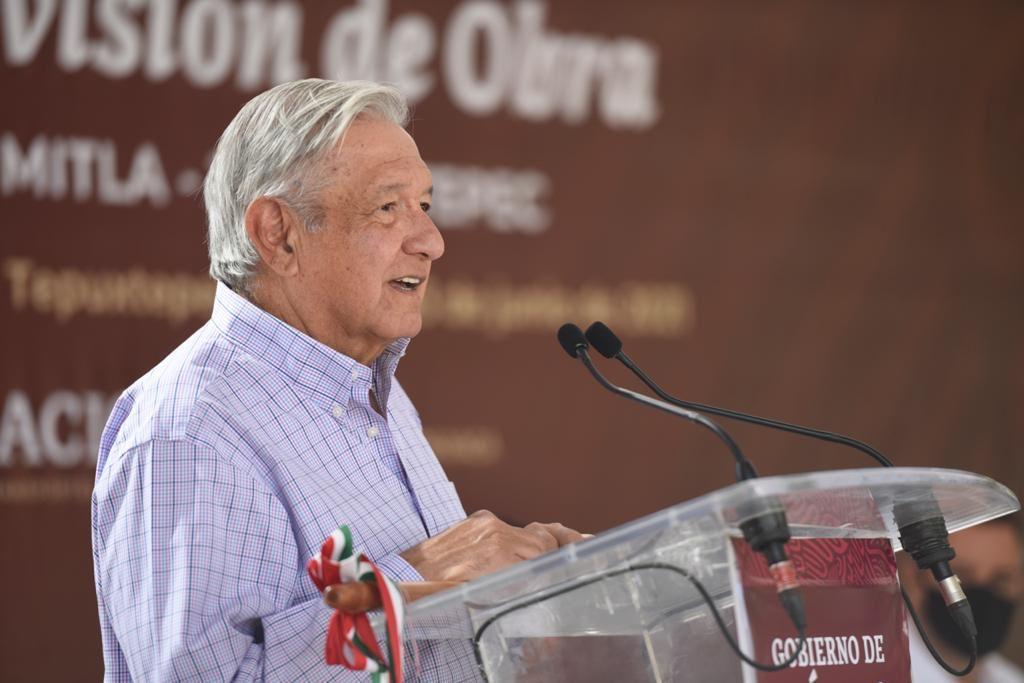 AMLO destaca rol de clases medias en desarrollo democrático de México