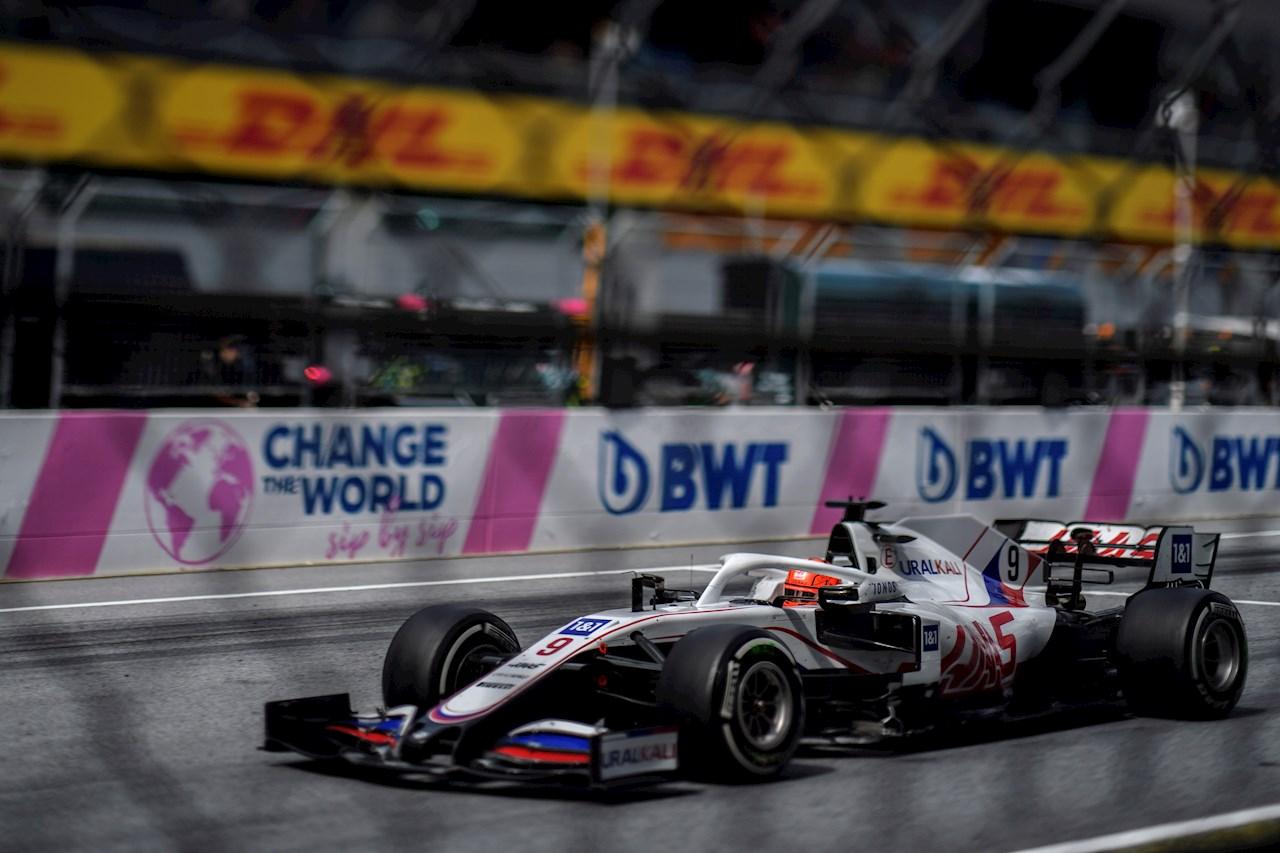 Verstappen gana Gran Premio de Estiria y 'Checo' Pérez  finaliza en cuarto lugar