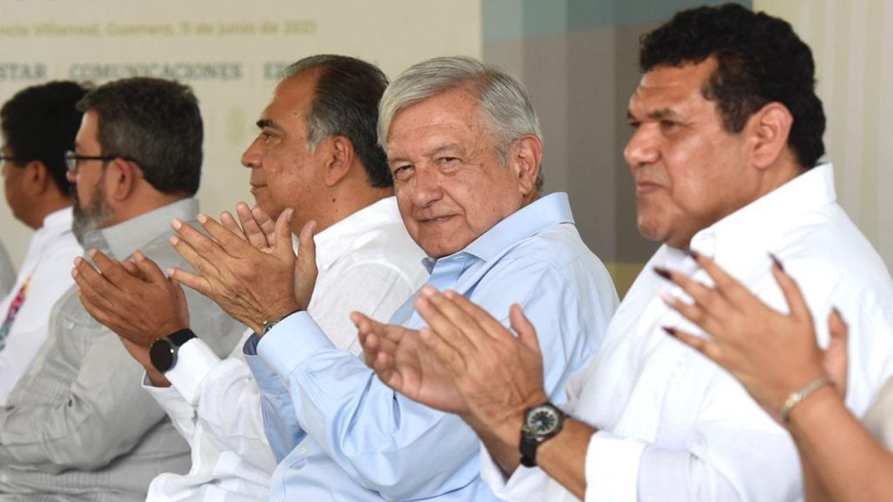 AMLO 'celebra' que ningún candidato fue asesinado en Guerrero