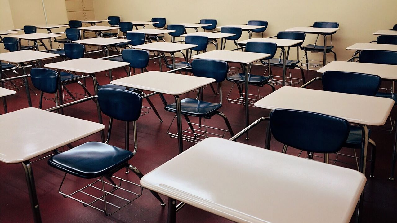 Un fondo chino de educación se desploma tras lanzarse en el peor momento posible