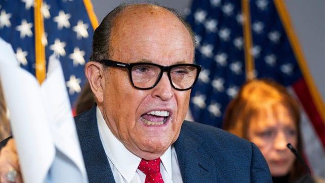 Suspenden licencia de abogado a Giuliani por decir que a Trump le robaron las elecciones