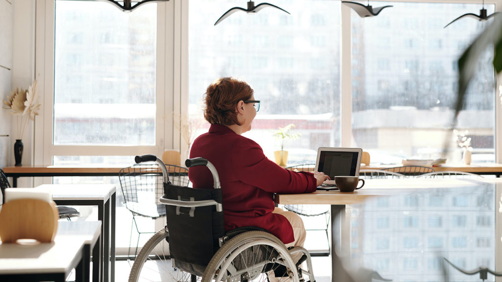 Lanzan beca de 50 mil pesos para alumnas de la UNAM con discapacidad