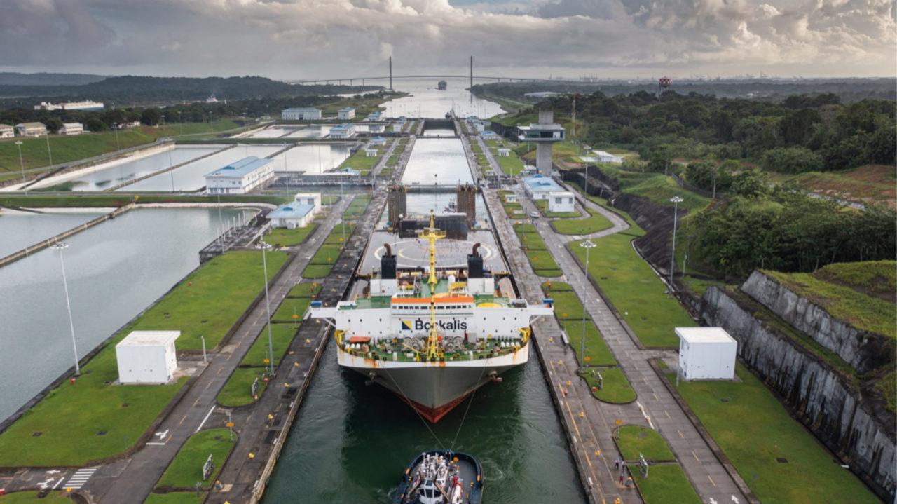 Plataforma marítima de SpaceX, empresa de Musk, cruza el Canal de Panamá
