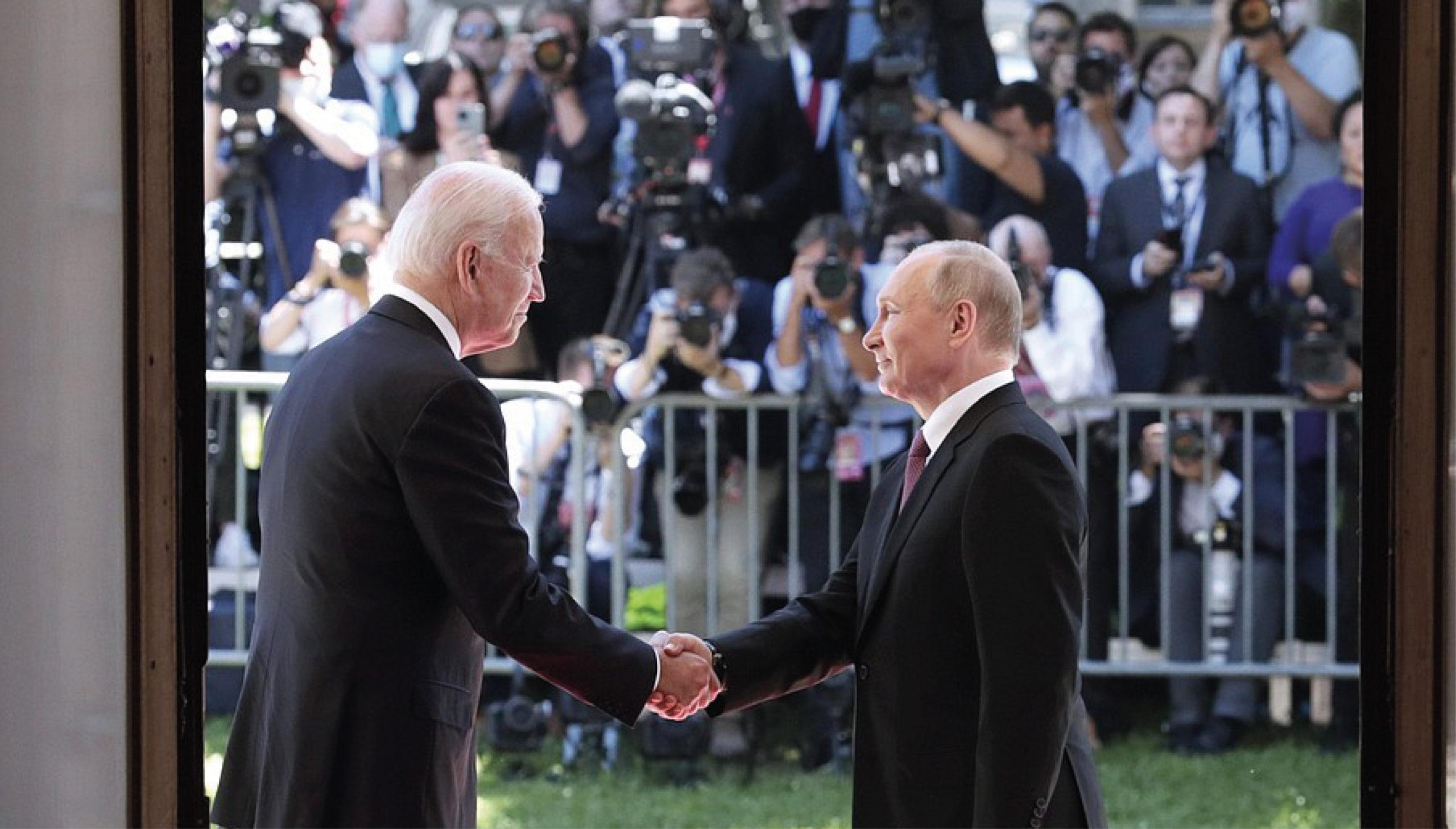 Reporteros protagonizan conato de bronca en cumbre Biden-Putin