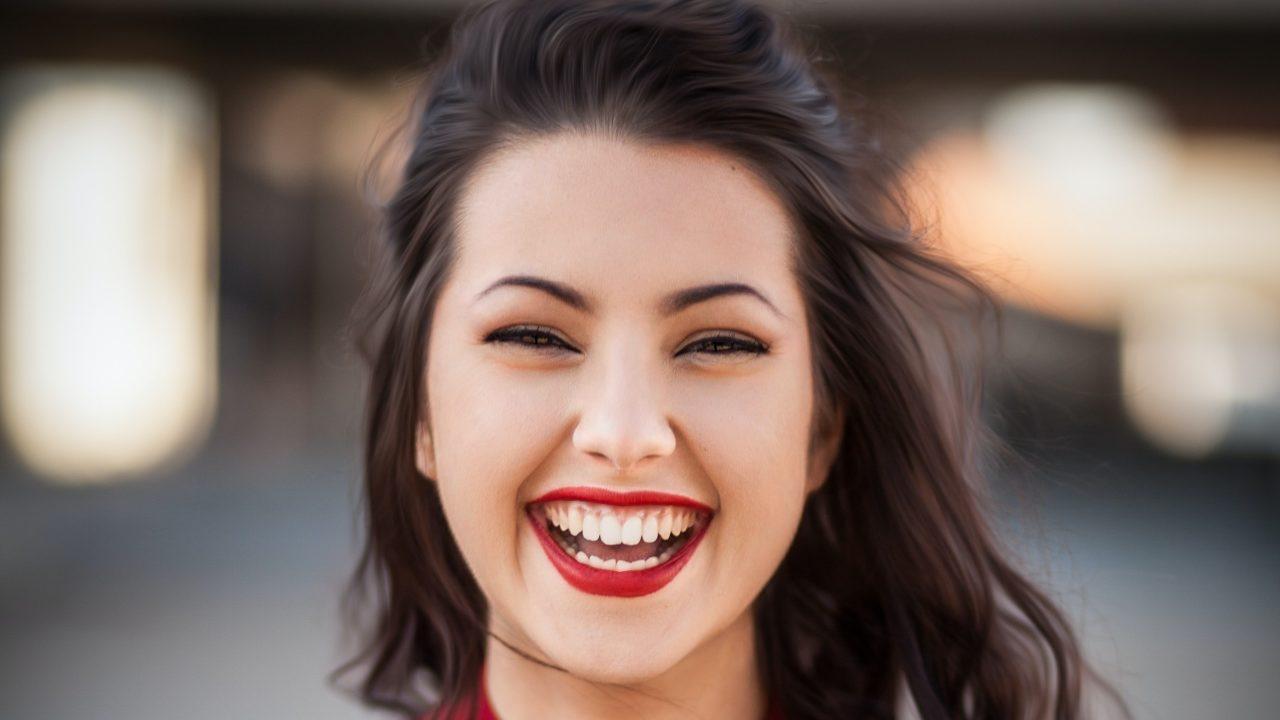 ¿Cómo mejorar tu sonrisa sin brackets?