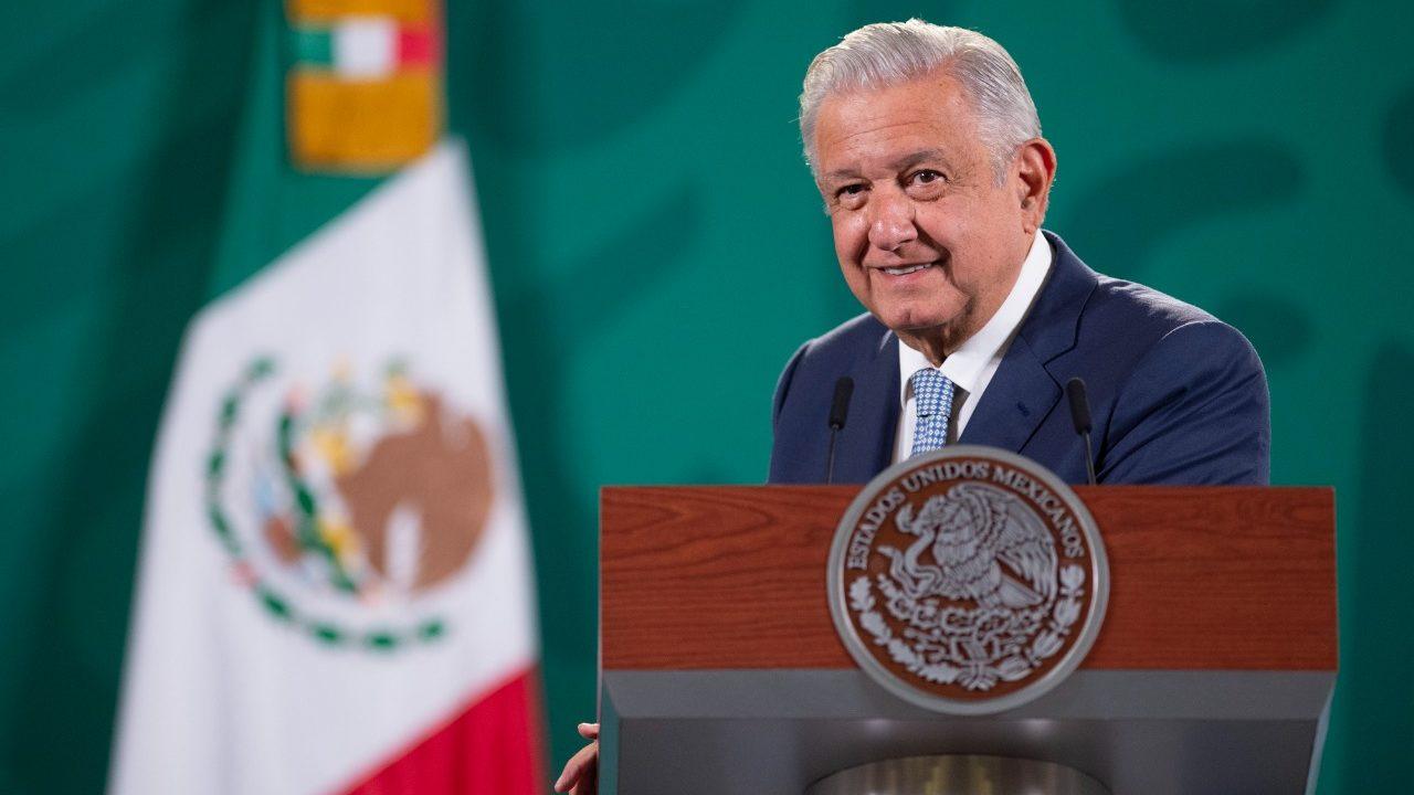 ONGs exigen a AMLO frenar la 'farsa' de consulta sobre expresidentes