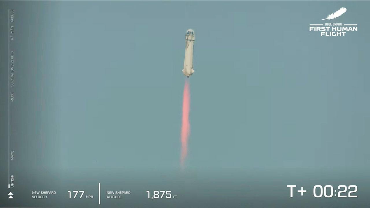 Jeff Bezos aterriza con éxito tras realizar su primer vuelo espacial