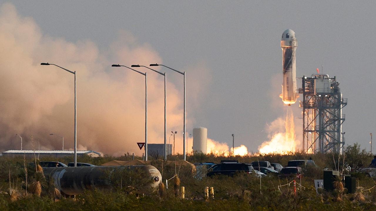 Un vuelo de 11 minutos para tocar el espacio: así fue el viaje de Jeff Bezos