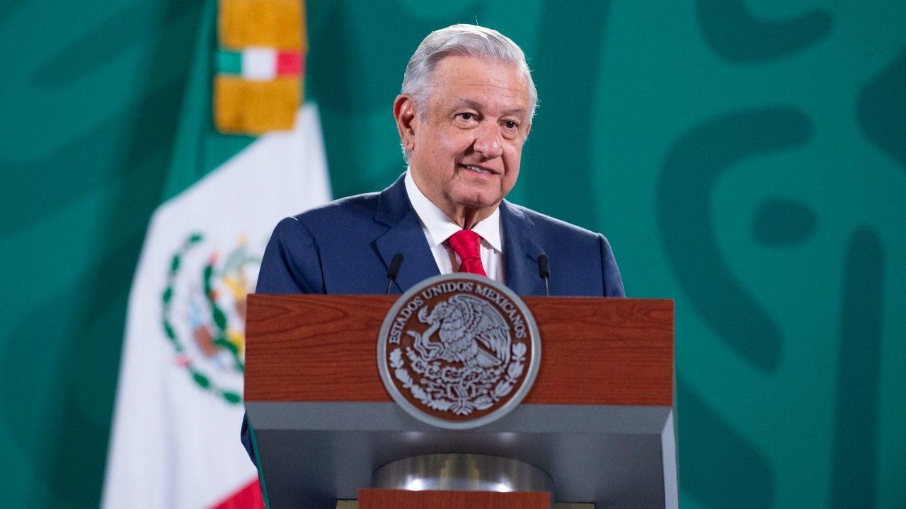 AMLO festeja que el FMI eleve pronóstico de crecimiento para México