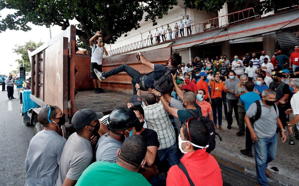 """Cuba Cientos de manifestantes toman la calle en La Habana al grito de """"libertad"""""""