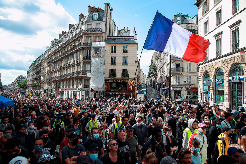 Protesta contra la vacuna Protest against vaccine pass in Paris