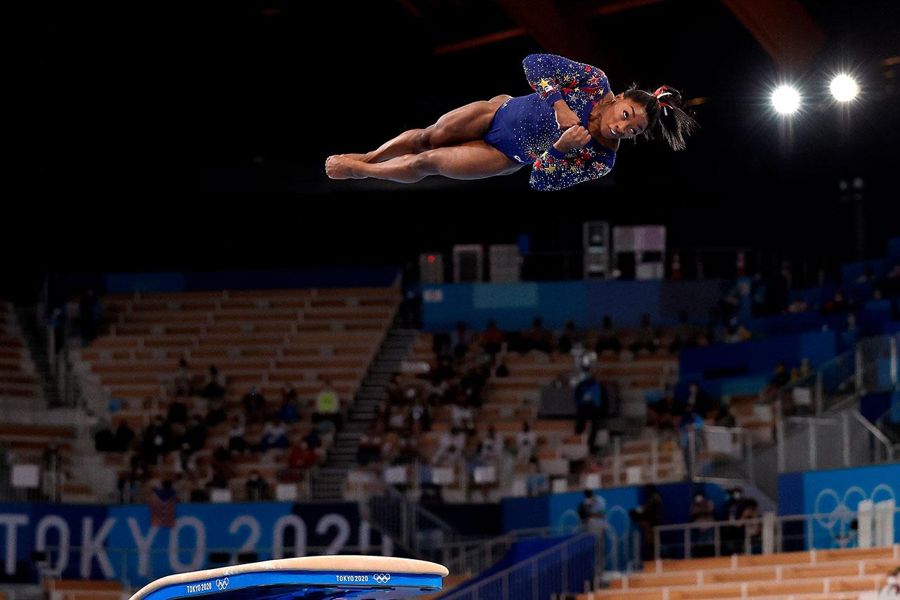 Biles se retira de las finales de salto y barras asimétricas en Juegos de Olímpicos