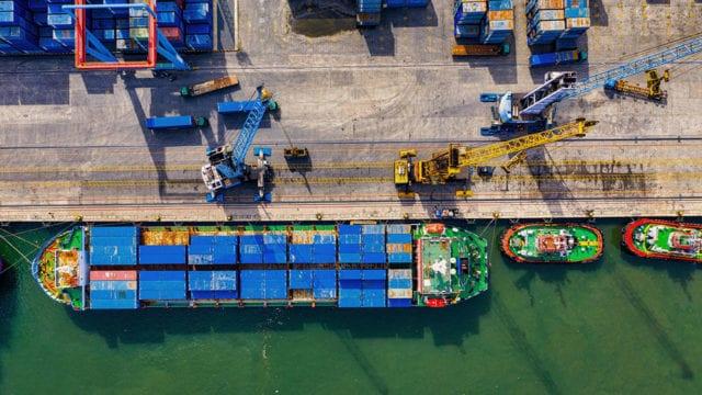 Aduana descarga de contendores