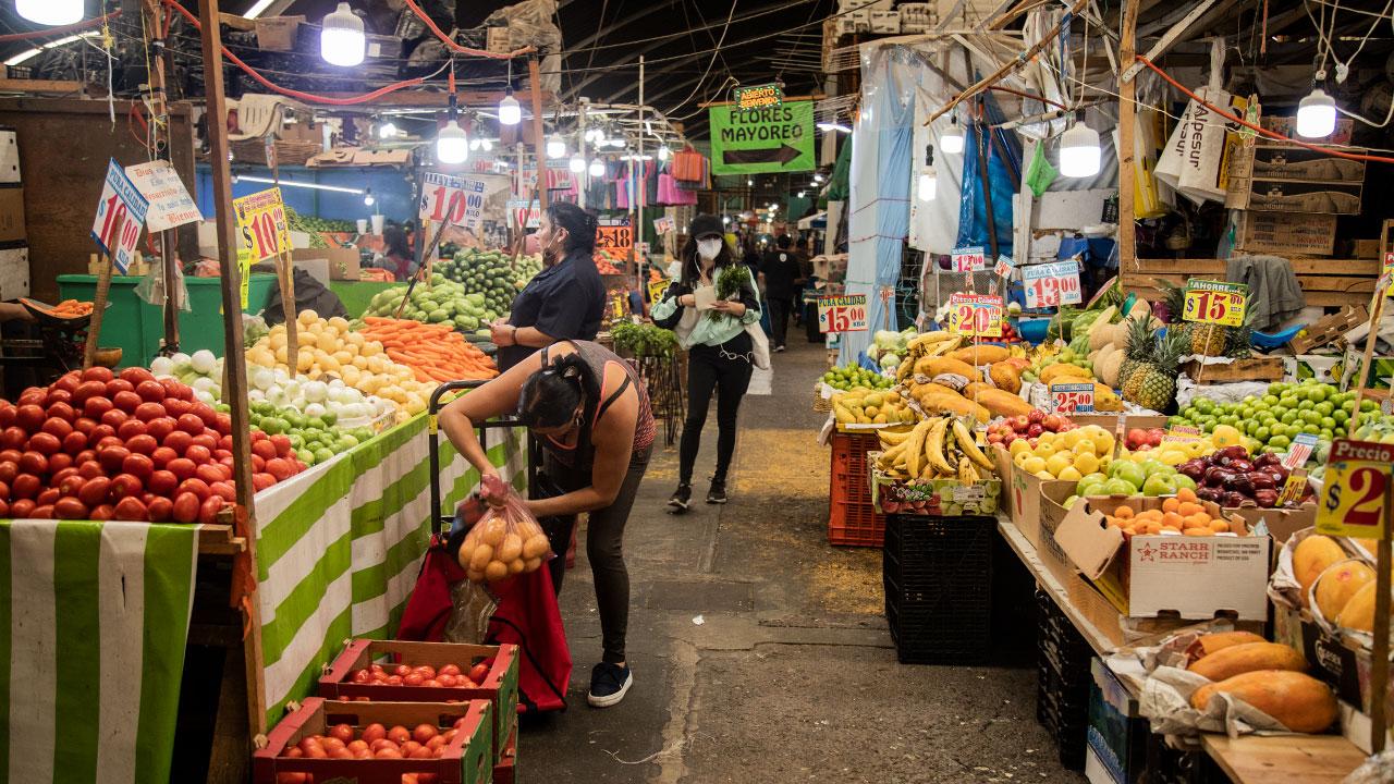 Inflación interanual en México habría superado otra vez el 6% en 1ra mitad octubre: sondeo