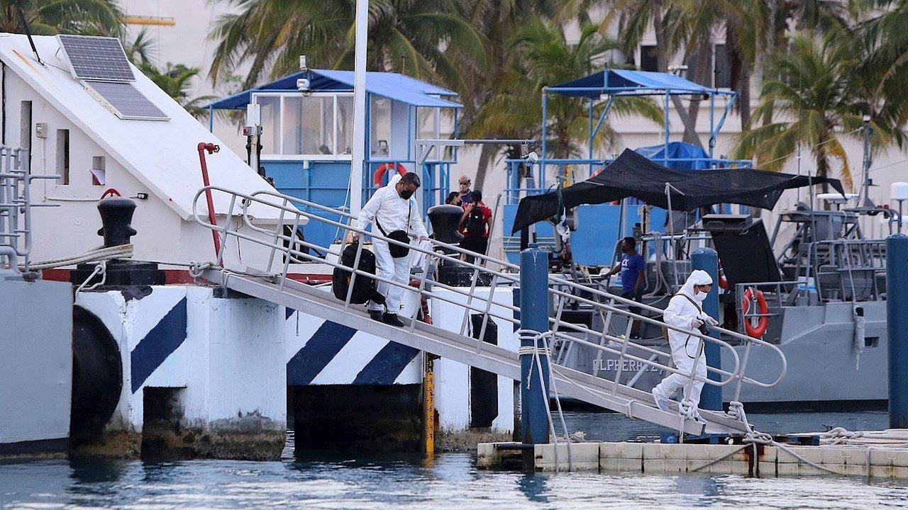Mueren 3 personas tras naufragio de embarcación turística en Isla Mujeres