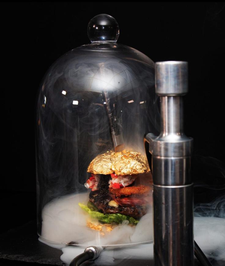 Esta es la hamburguesa más cara del mundo, cuesta 6,000 dólares