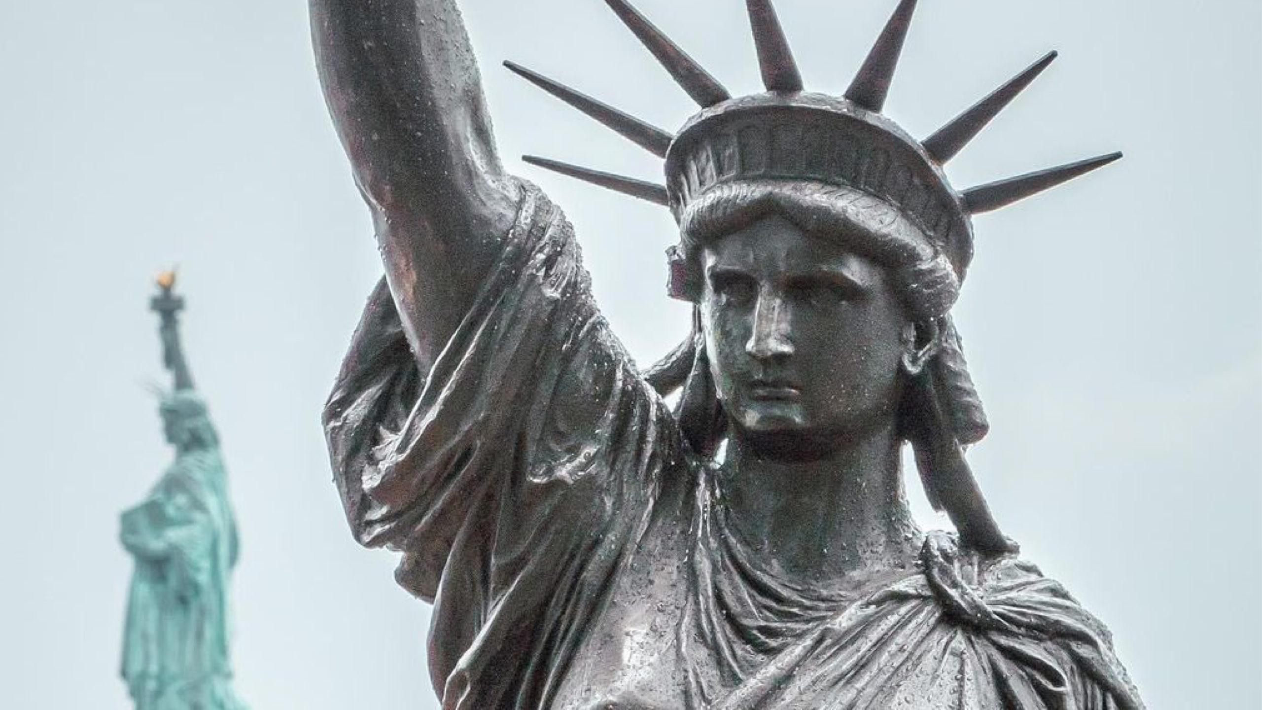 Mini Estatua de la Libertad cruza el Atlántico para llegar a Nueva York