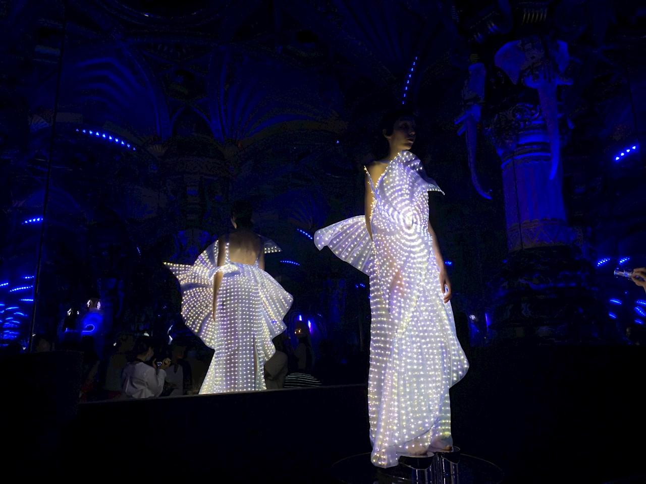 Google colabora con diseñadora para crear vestidos luminosos
